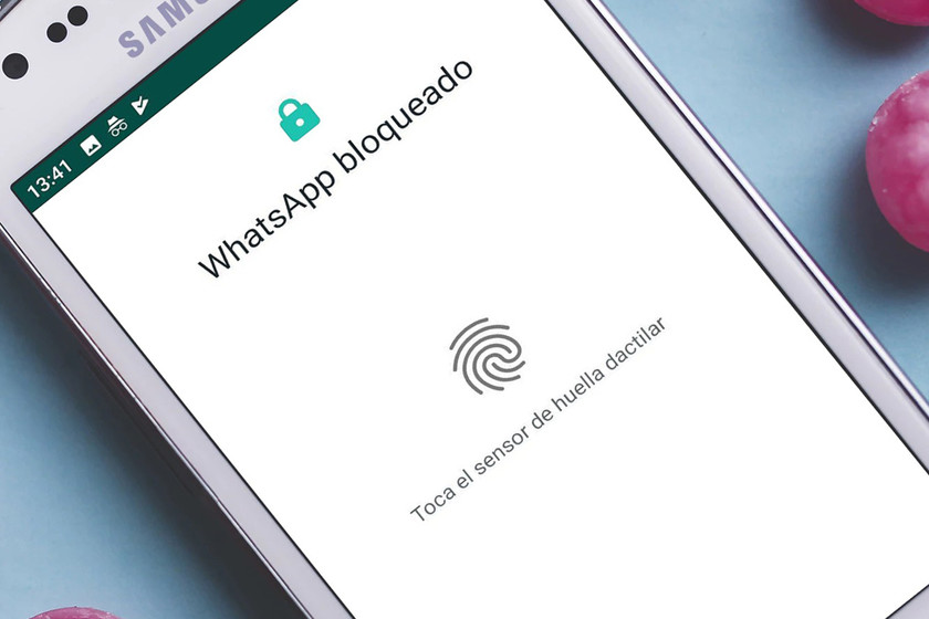 WhatsApp for Android already allows to protect the chats with the fingerprint