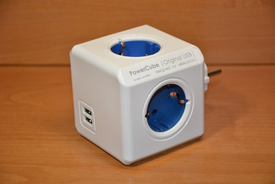 Allocacoc Powercube 4-way power strip with grounding and two USB ports 30