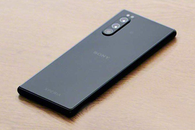 A possible Sony Xperia 2 appears in filtered images that anticipate its design and its triple rear camera