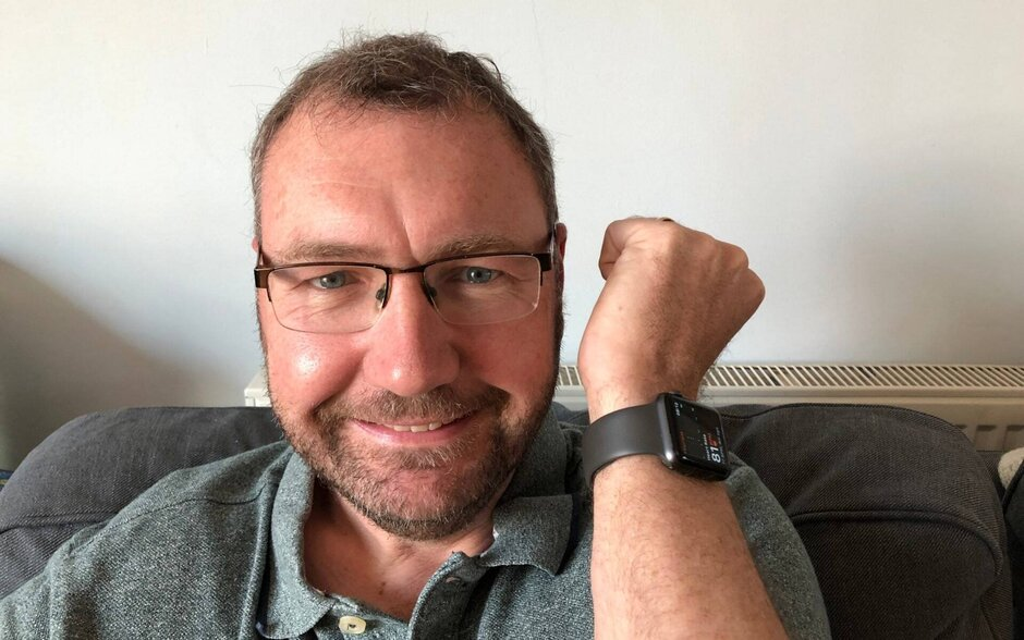 Apple Watch saves a Briton's life by quickly detecting a low heart rate 1