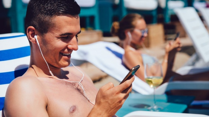 Play on your smartphone looking out to sea without worrying about the Android iOS internet. Image: freepik
