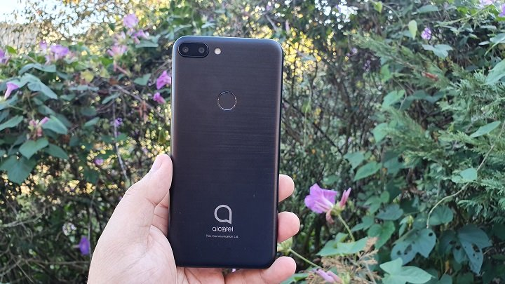 Image - Review: Alcatel 1S, a telephone from another era by design and price