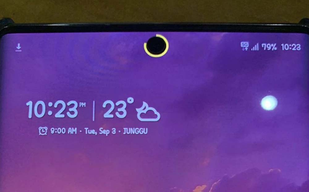 How to place a battery indicator on the Samsung selfie camera Galaxy Note  10