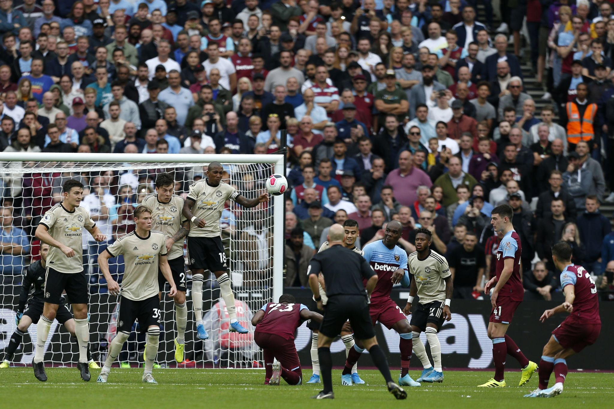 West Ham defeated Manchester United and reaches six undefeated games - Notitarde