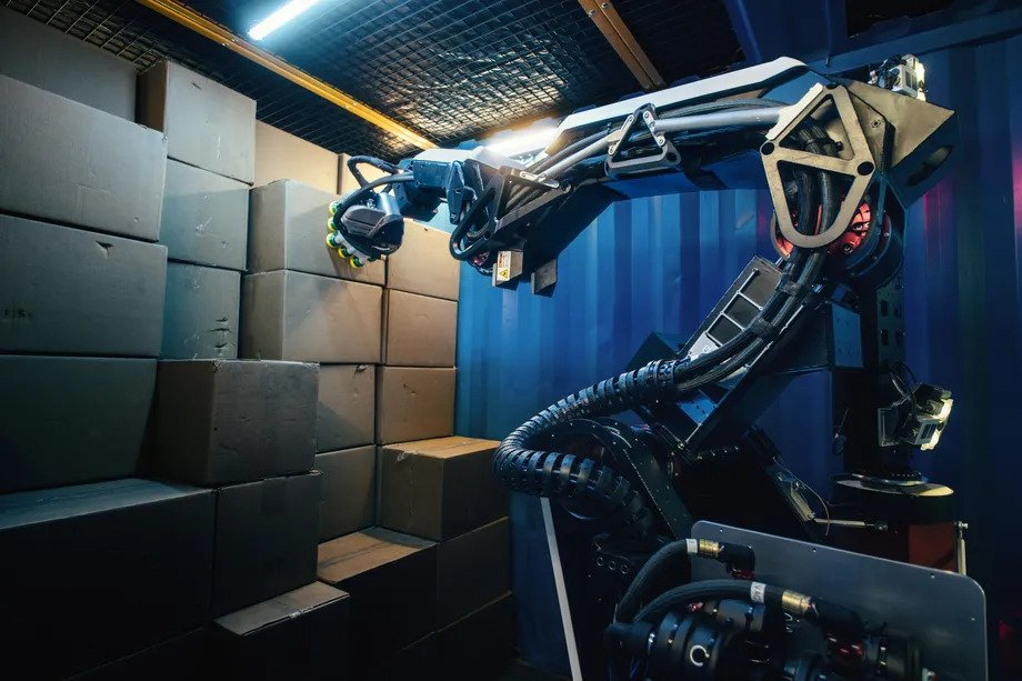 Stretch is the new robot from boston dynamics focused on logistics.  New robot from boston dynamics, the stretch has a mobile base and does not need infrastructure to work in product and merchandise transport environments