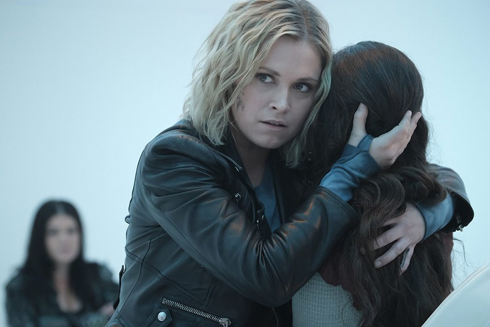 The 100 7x16: See how the end of The 100 went and Clarke's fate (RECAP)